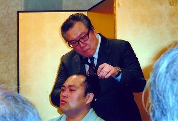藤本断髪式挙行される